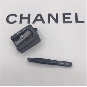 2x CHANEL BEAUTE TRAVEL TOOLS